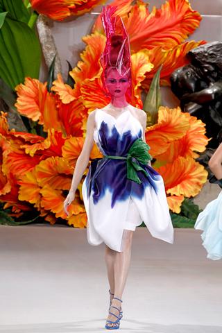 Défilé haute couture dédié à l'art floral