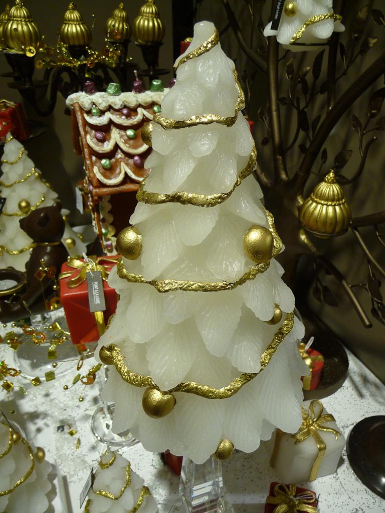 Bougie en forme de sapin de Noël, Point à la Ligne