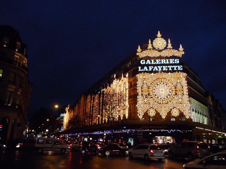 Illuminations sur la façade des Galeries Lafayette, Paris 9e (75)