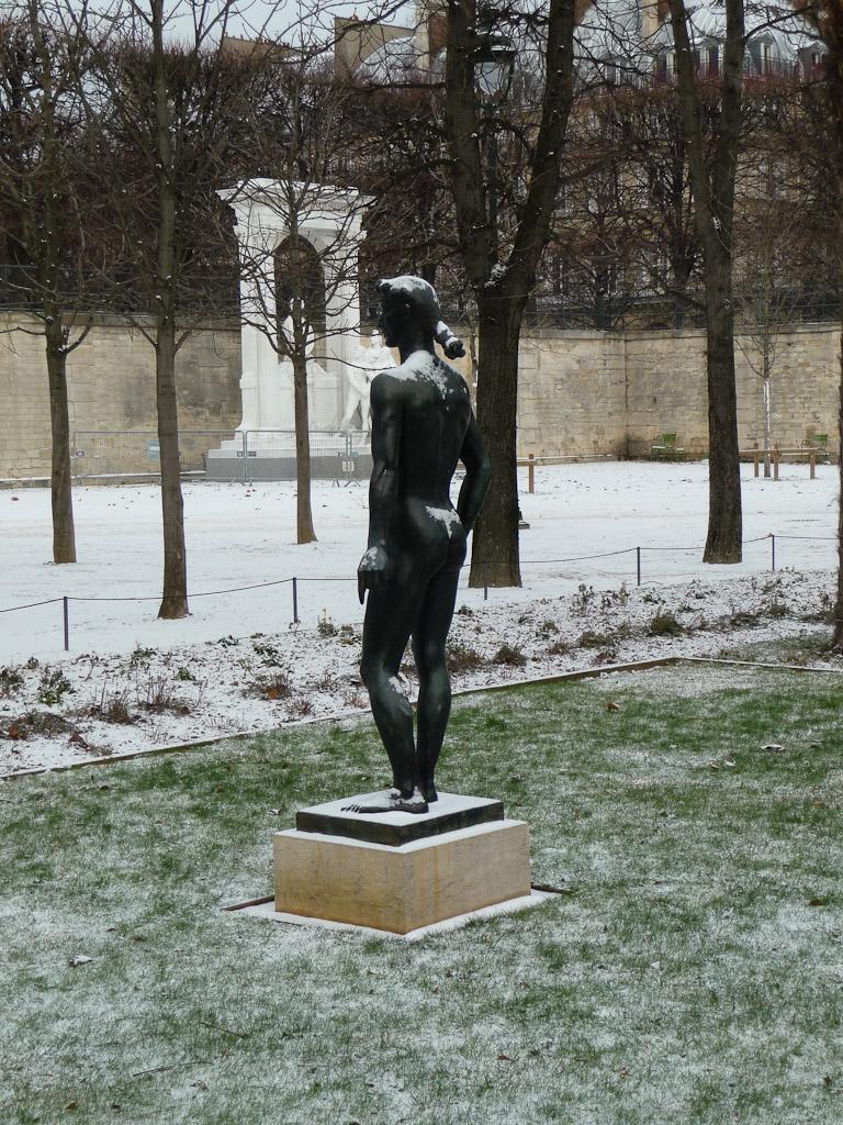 Neige sur la statue d'Appolon (Paul Belmondo), dans le Jardin des Tuileries, Paris 1er (75)