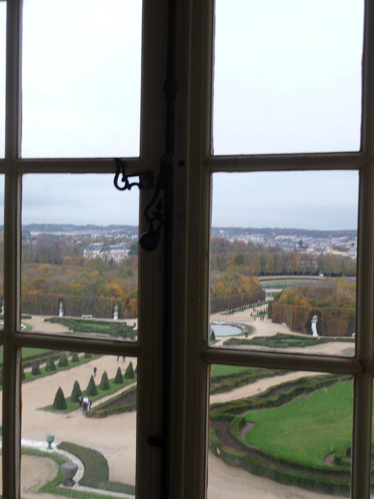 Vue des jardins du château de Versailles (Yvelines) en automne
