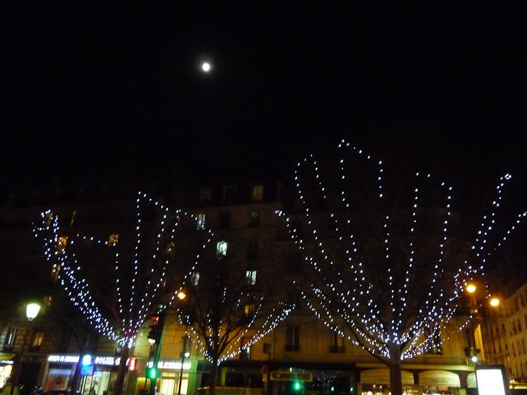 Clair de lune dans Paris 19e (75) la nuit, 6 janvier 2012, photo Alain Delavie