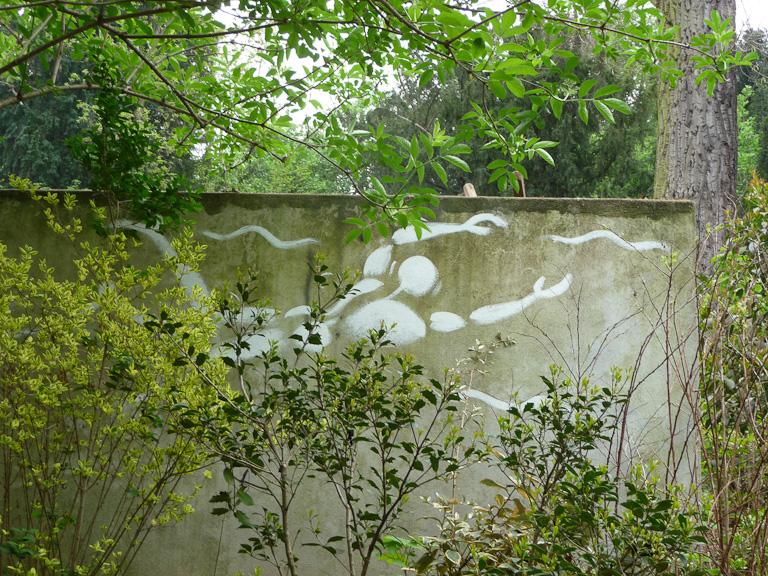 Homme en blanc, Jérôme Mesnager, Parc des Buttes-Chaumont, Paris 19e (75), 7 avril 2012, photo Alain Delavie