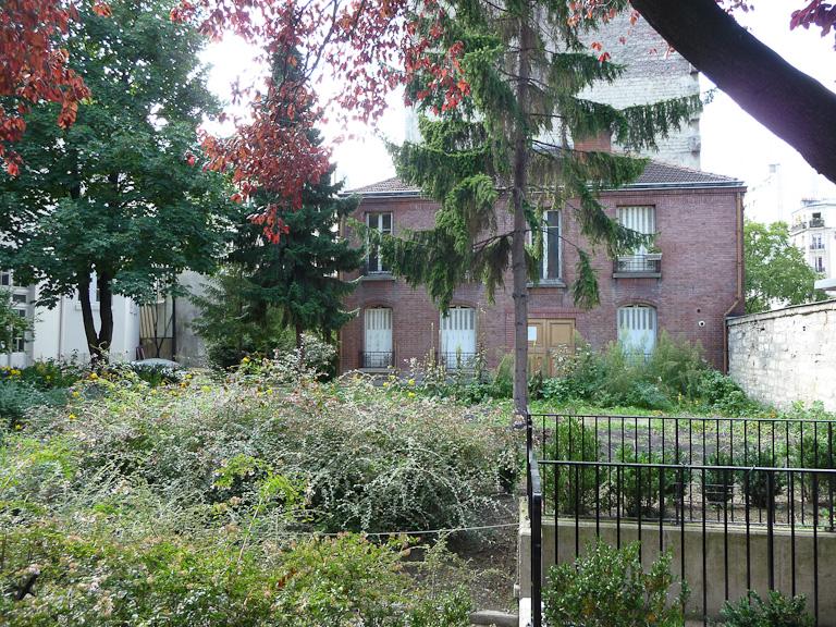 Parcelle des pommes de terre du Jardin pour les autres, Fondation Eugène Napoléon, Paris 12e (75), 10 septembre 2011, photo Alain Delavie