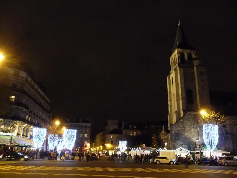 Illuminations et marché de Noël sur la place Saint-Germain, Paris 6e (75)