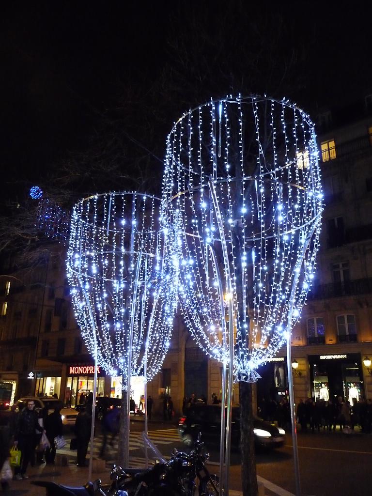Illuminations sur le boulevard et la place Saint-Germain, Paris 6e (75)