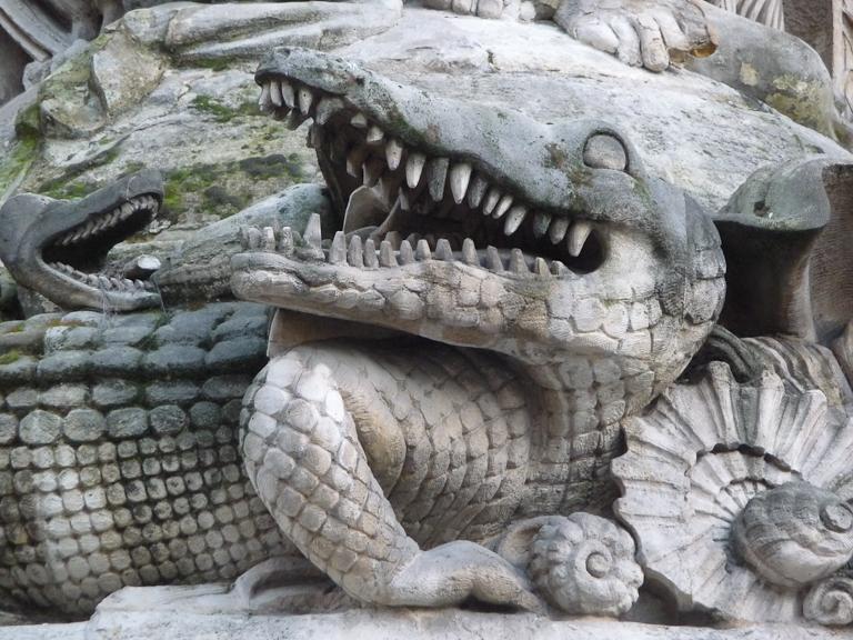 Crocodile sur la Fontaine Cuvier, rue Cuvier, Paris 5e (75)