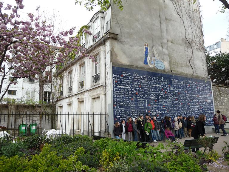 """Mur des """"Je t'aime"""", square Jehan Rictus, place des Abbesses, Paris 18e (75)"""