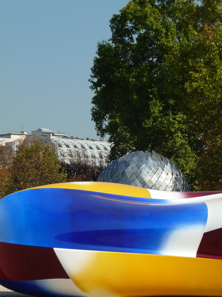 Body, 2011, Jean-Luc Moulène, FIAC Hors les murs, Jardin des Tuileries, Paris 1er (75), 16 octobre 2011, photo Alain Delavie