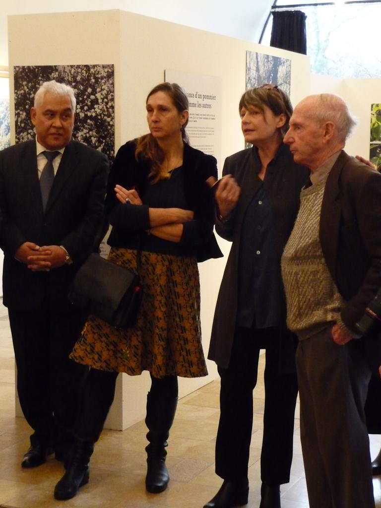 """Inauguration officielle de l'exposition """"L'origine de la pomme"""" avec Fabienne Giboudeaux, Catherine Peix et Barry Juniper"""