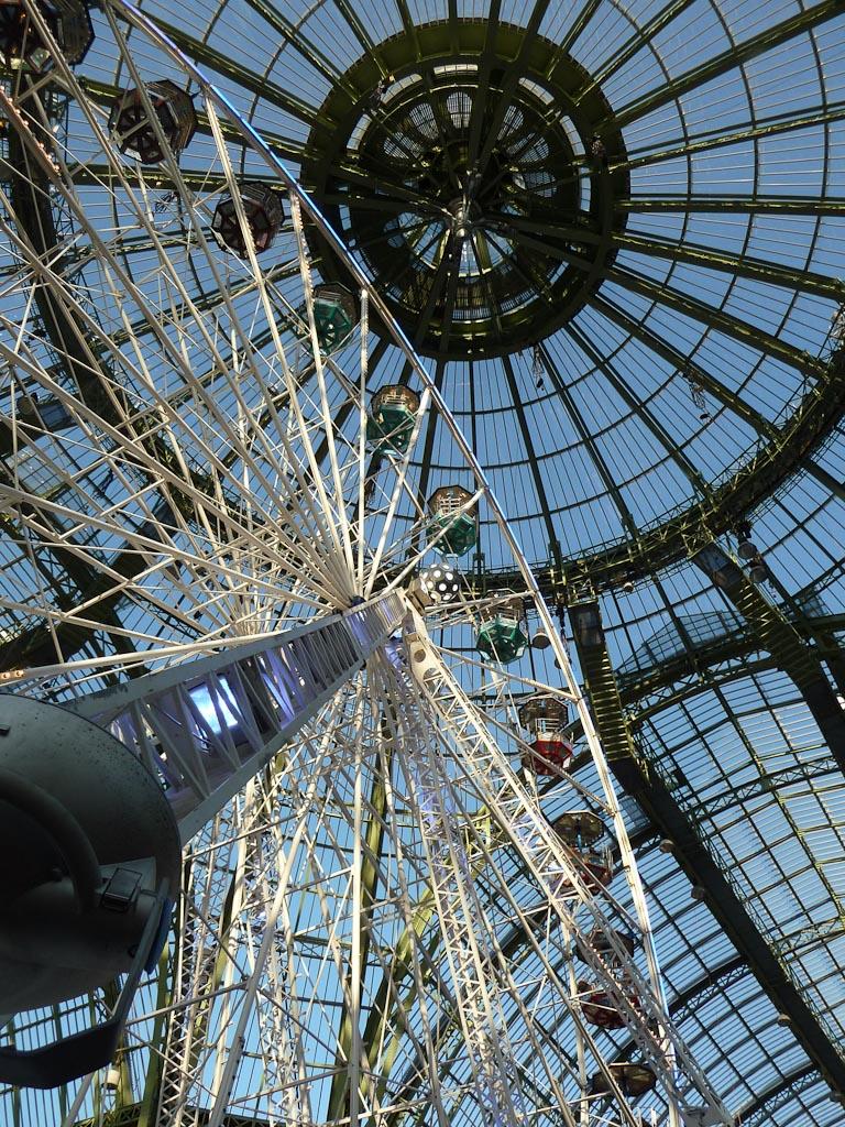 Grande roue, Jours de fête, fête foraine sous la nef du Grand Palais, Paris 8e (75)