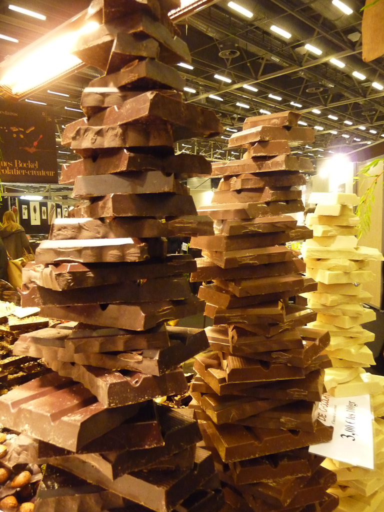 Piles de tablettes de chocolat, Salon du chocolat, Paris (75)