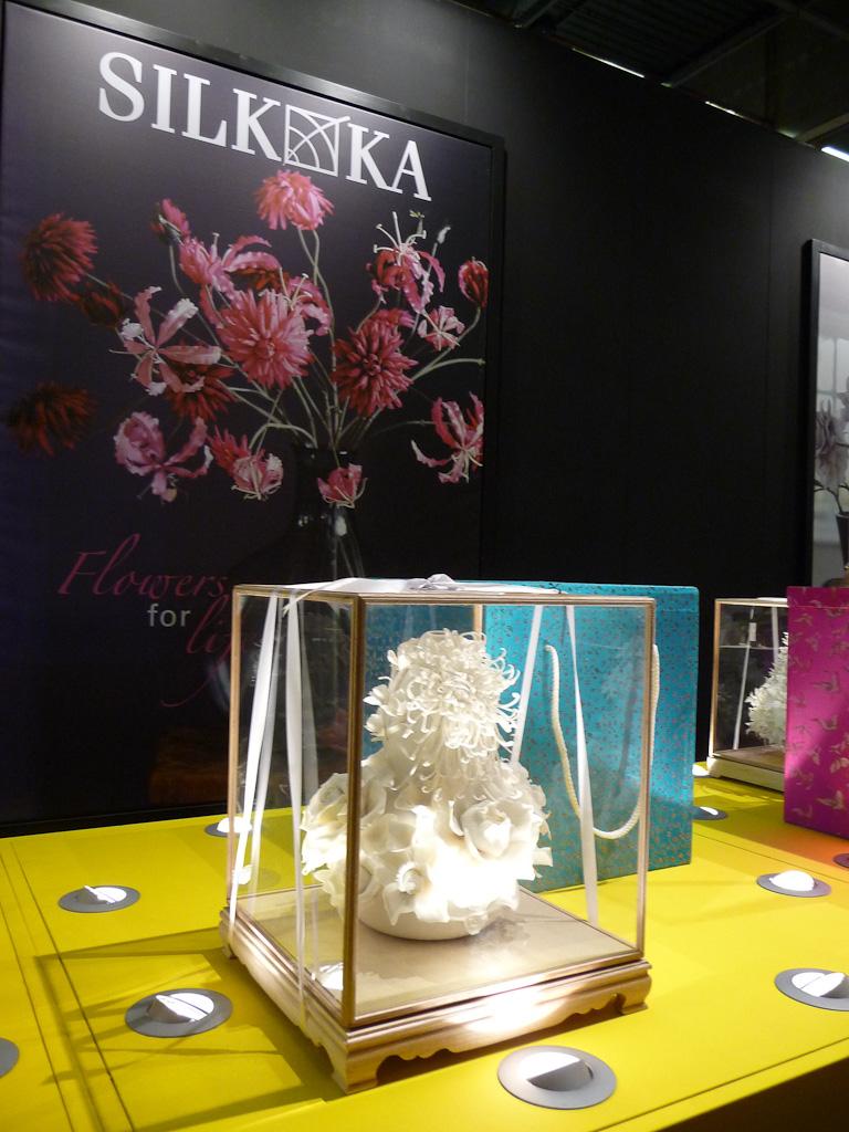 Composition de fleurs artificielles en soie, SILK-KA, salon Maison & Objet 2012, Parc des Expositions Paris Nord Villepinte