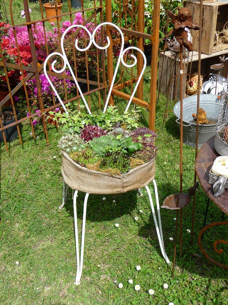 Chaise transformée en mini jardin, Retour aux sources, Plantes Plaisirs Passions dans le château de la Roche-Guyon (Val d'Oise)