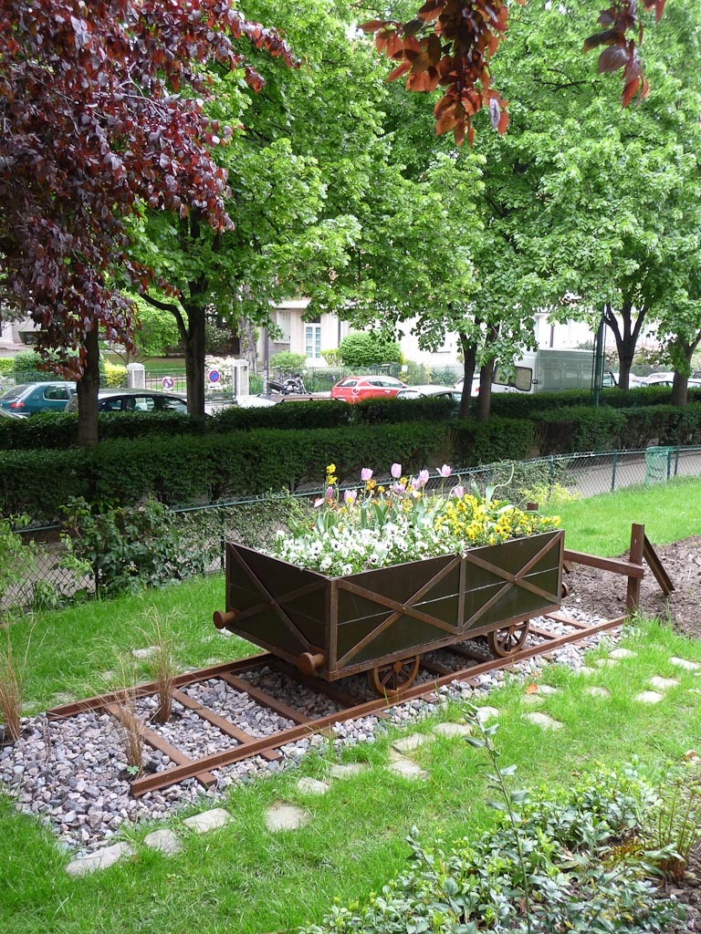 Wagon fleuri dans la Promenade plantée (Coulée Verte), Paris 12e (75), 6 mai 2012, photo Alain Delavie