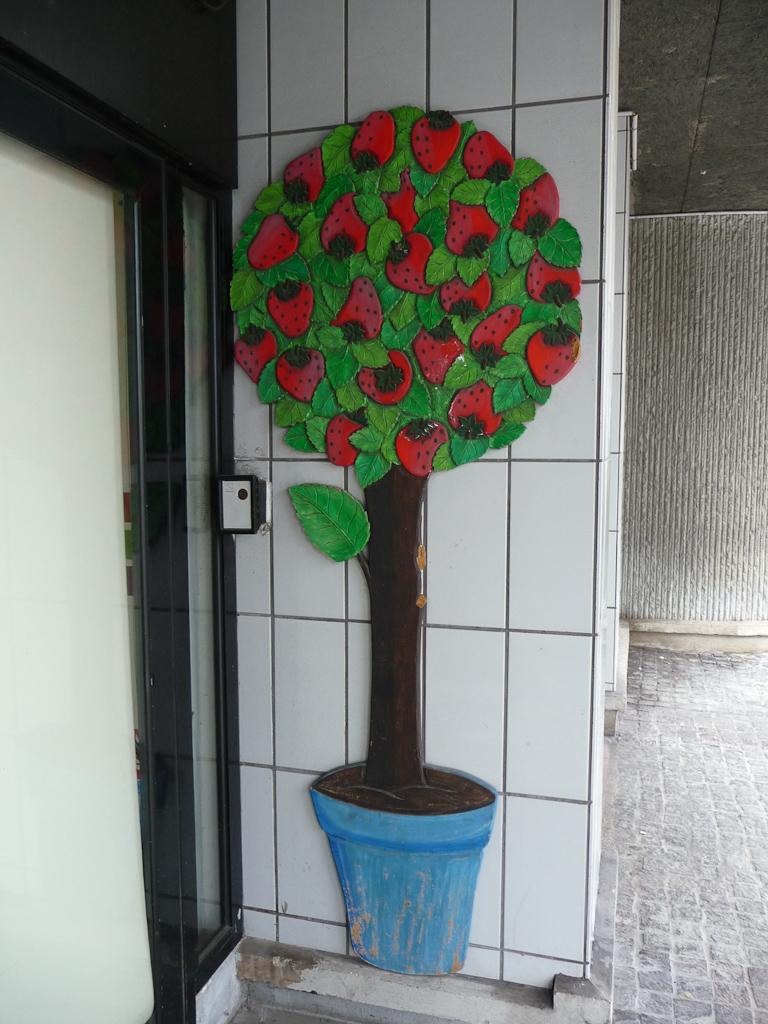 Arbre aux fraises, rue de Boulainvilliers, Paris 16e (75)