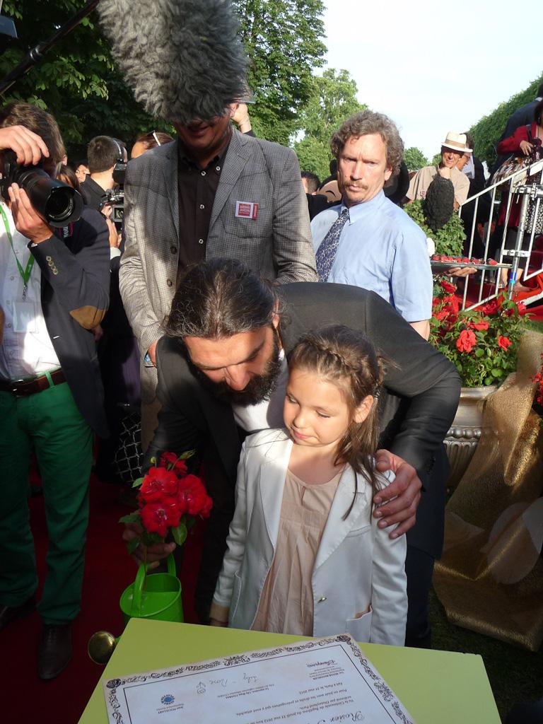 Sébastien et Lily Rose Chabal, baptême de la rose Princesse Disney dans le jardin enchanté de Disneyland Paris, Jardins Jardin 2012, Jardin des Tuileries, Paris 1er (75)
