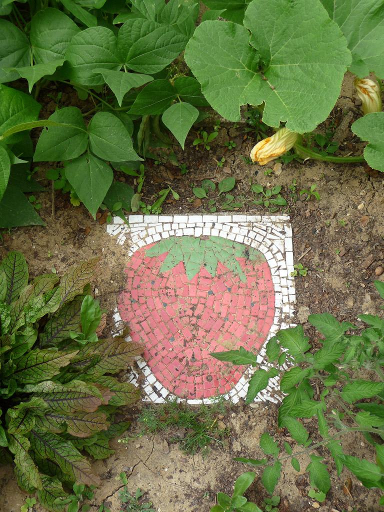 Passe-pied en mosaïque, Jardins des Petits Passages, rue Petit, Paris 19e (75)