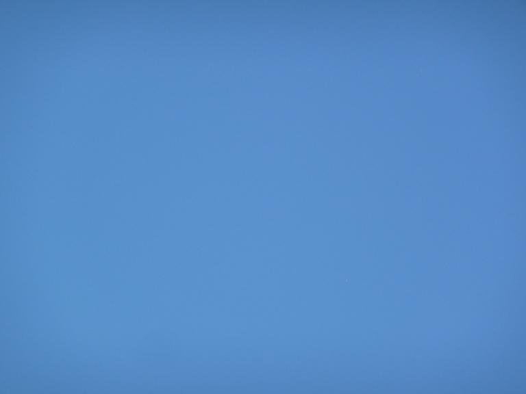 Ciel bleu au-dessus de Paris en été, photo Alain Delavie