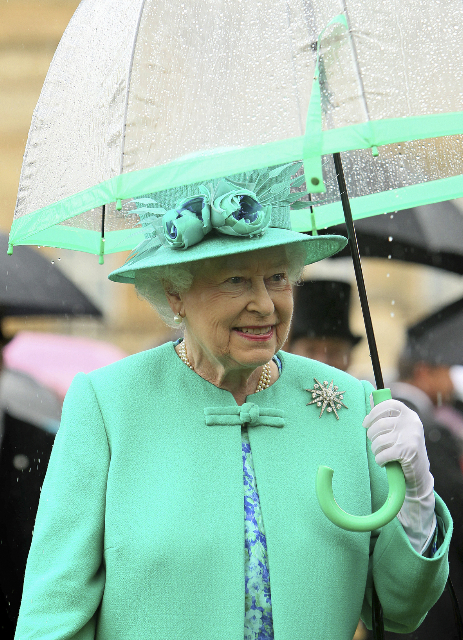 LONDON, UNITED KINGDOM - JULY 19: Queen Elizabeth II shelters from the rain under an umbrella while hosting a garden party in the gardens at Buckingham Palace on July 19, 2011 in London, England. (Photo by Dominic Lipinski - WPA Pool/Getty Images)
