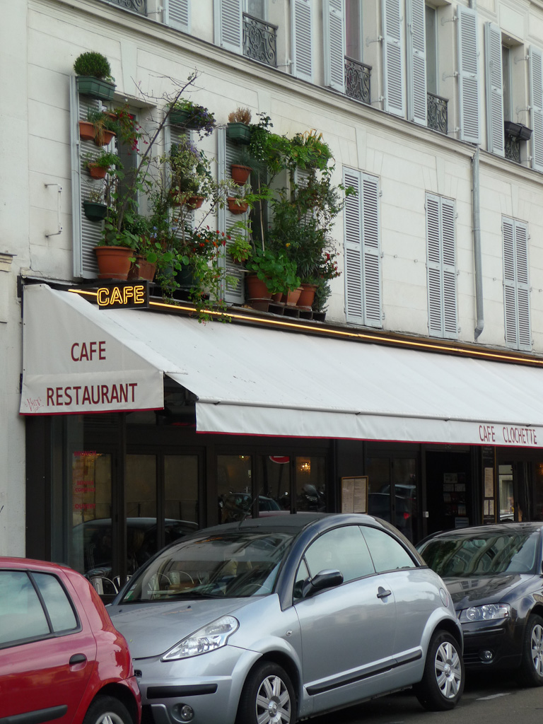 Potées et jardinières, jardin suspendu à la fenêtre, rue Bichat, Paris 10e (75)