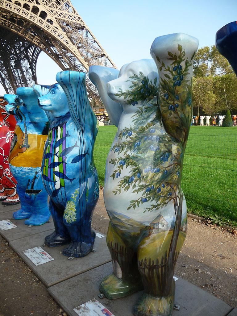 United Buddy Bears : l'ourson de la Serbie, Champ de Mars, Paris 7e (75)