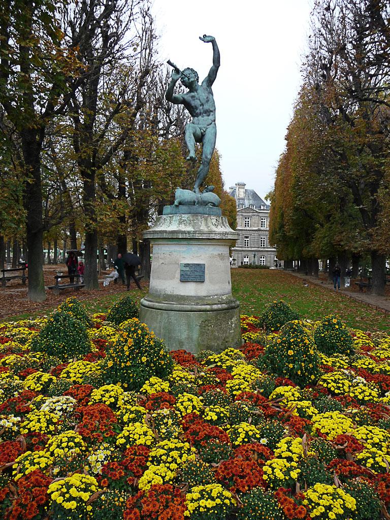 Le faune dansant au dessus des chrysanth mes dans le jardin du luxembourg paris 6e paris - Comment aller au jardin du luxembourg ...