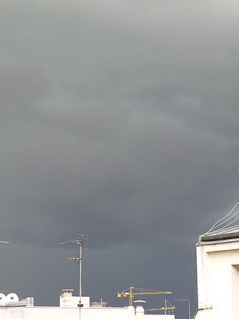 Ciel noir d'orage et de grêle, Paris 19e (75)