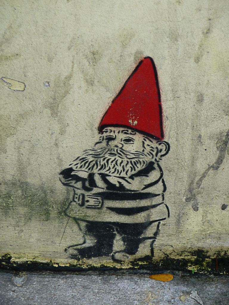 Nain dessiné sur un mur d'immeuble, rue François Mitterrand, Ivry-sur-Seine (94)