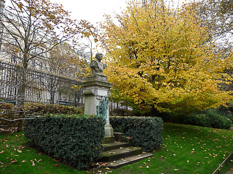 Arbre au feuillage d'automne doré, Jardin du Luxembourg en automne, Paris 6e (75)