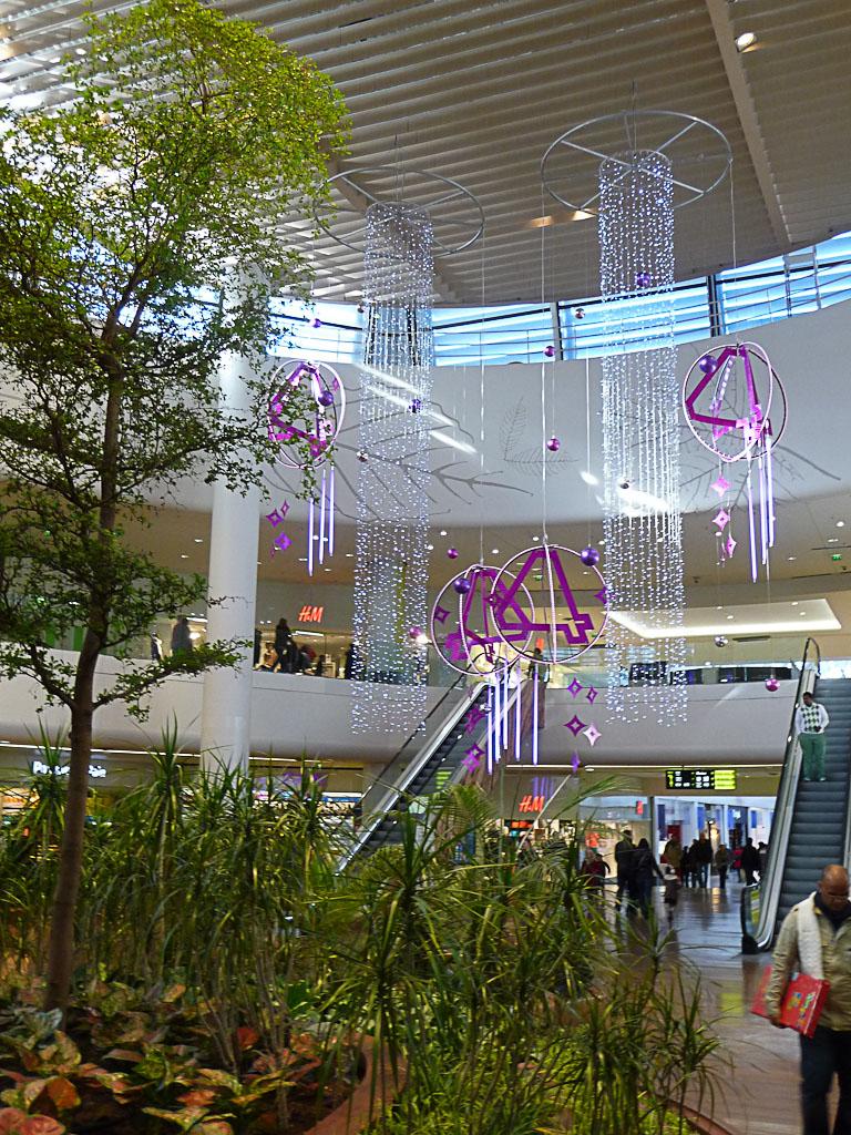 Décorations de Noël dans le Centre commercial des 4 Temps, La Défense (92)