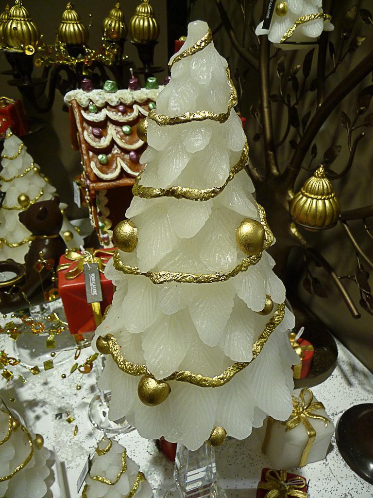 Sapin bougie Point à la Ligne, décorations de Noël au BHV, Paris 4e (75)