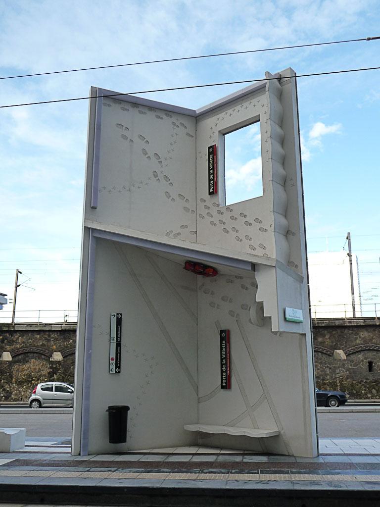 """""""Homme debout"""", création Anita Molinero, Station du tramway Porte de la Villette - Cité des Sciences et de l'Industrie"""