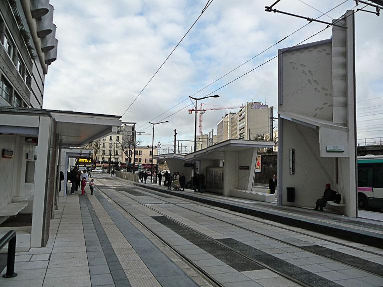 """La Station """"Porte de la Villette - Cité des Sciences et de l'Industrie"""", création d'Anita Molinero, ligne de tramway T3b, Paris 19e (75)"""