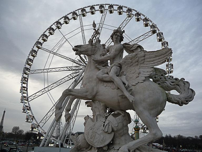 Statue équestre à l'entrée du jardin des Tuileries et grande roue sur la place de la Concorde, Paris 1er (75)