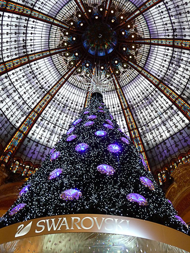 Sapin de Noël Swarovski sous la coupole des Galeries Lafayette, Paris 9e (75)