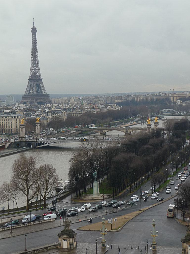 Tour Eiffel et la Seine, vue de Paris depuis la grande roue installée sur la place de la Concorde, Paris 1er (75)
