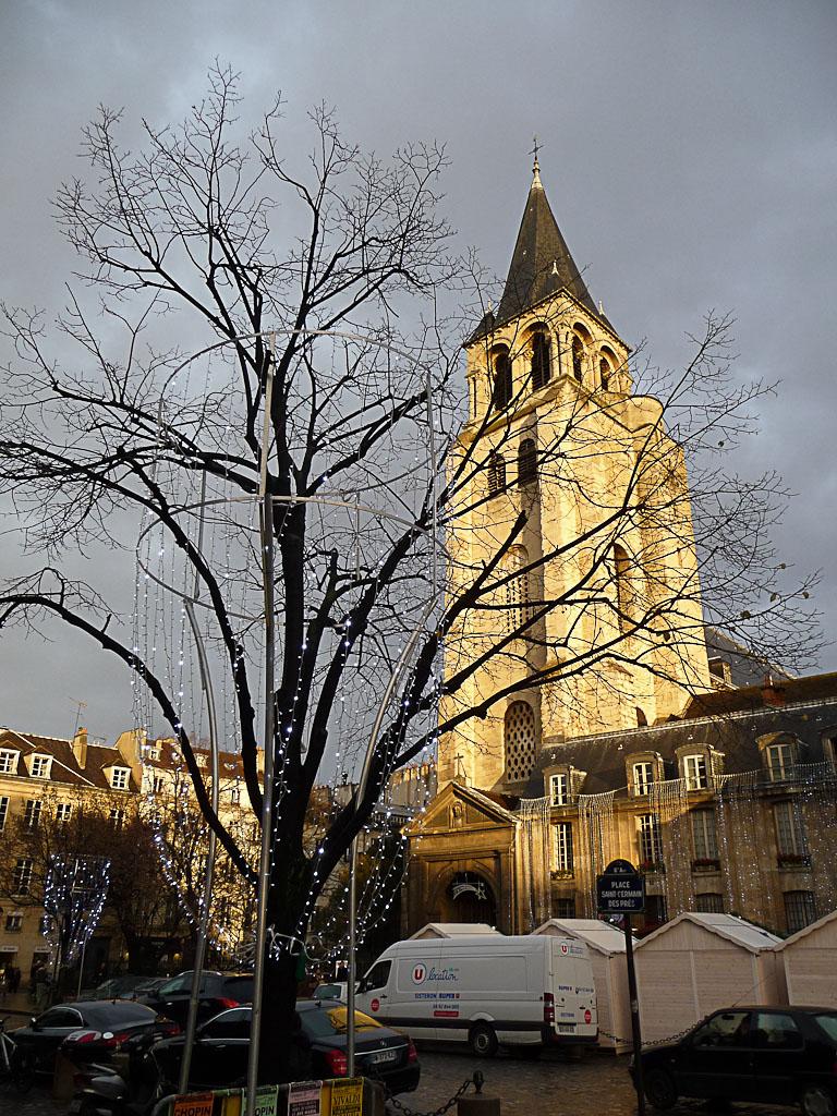 Église de Saint Germain-des-Prés dans un rayon de soleil