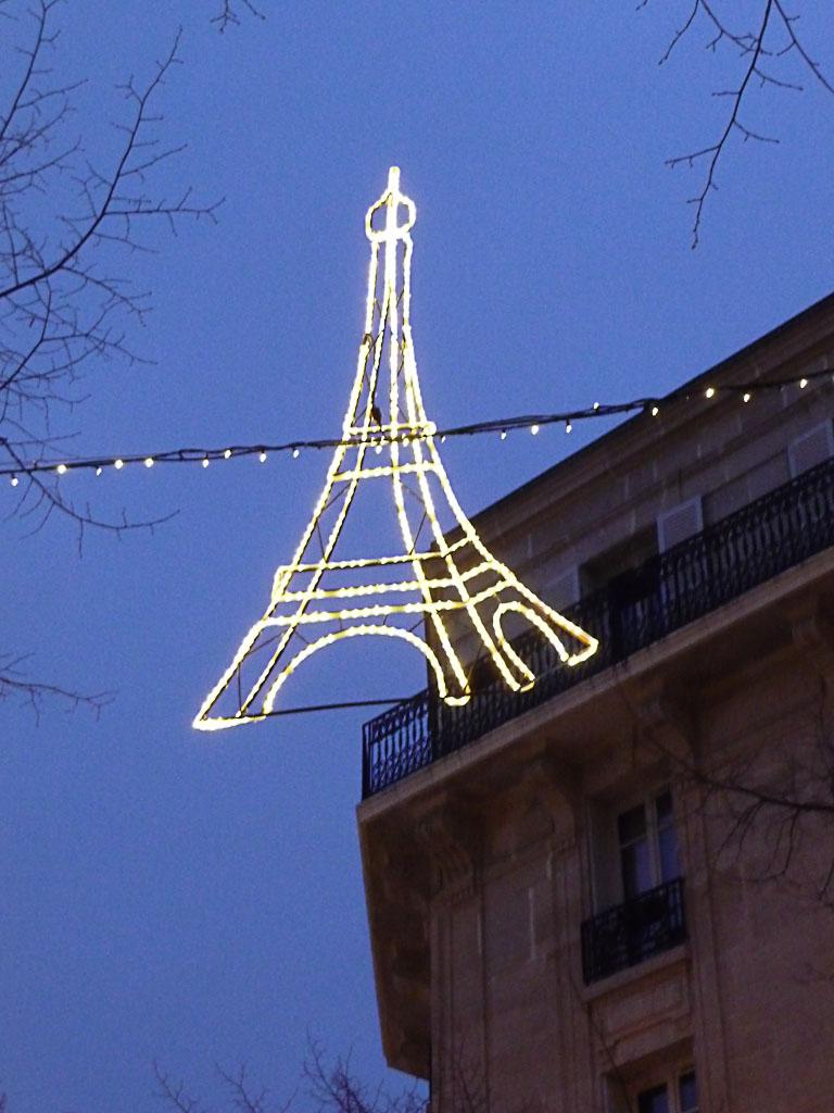 Illuminations dans la rue Saint-Charles, Paris 15e (75), hiver 2011-2012