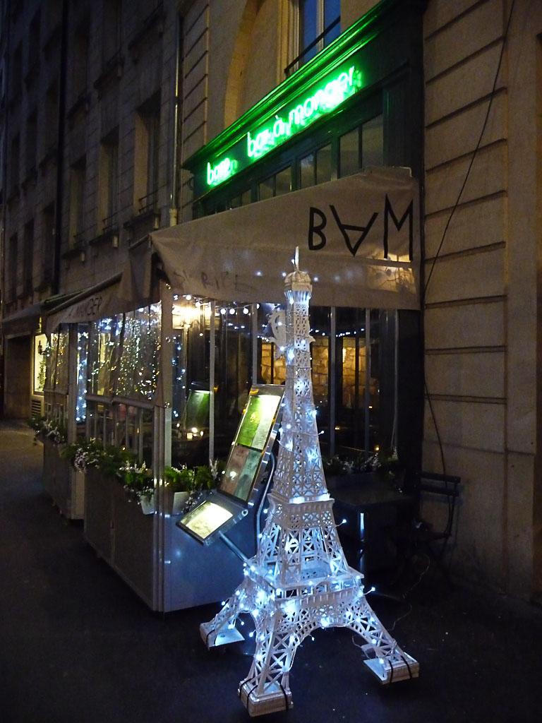 Décorations de Noël du bar à manger BAM, rue des Lavandières, Paris 1er (75)
