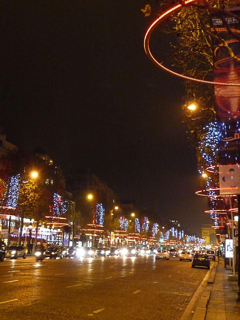 Illuminations dans Paris la nuit, avenue des Champs-ɉlysées, Paris 8e (75)