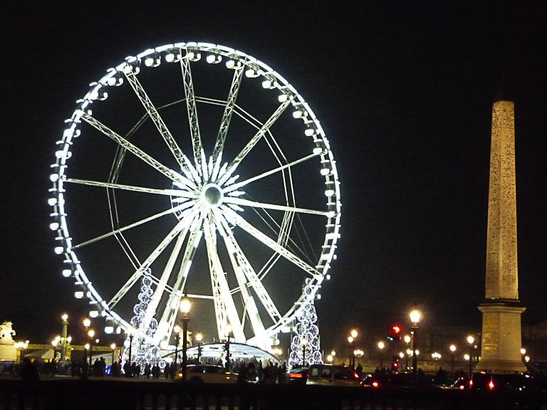 Illuminations dans Paris la nuit, grande roue et obélique sur la place de la Concorde, Paris 8e (75)