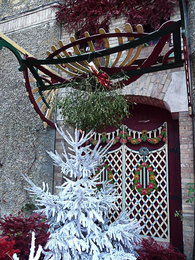 Bouquet de gui suspendu, Musée des Arts Forains du 26 décembre 2012 au 6 janvier 2013, 53 avenue des terroirs de France, Paris 12e (75), 30 décembre 2012, photo Alain Delavie