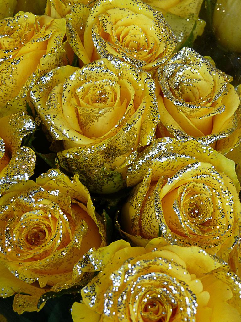 Bouquet de fleurs (roses) pailletées, jardinerie Truffaut, Paris 13e (75)
