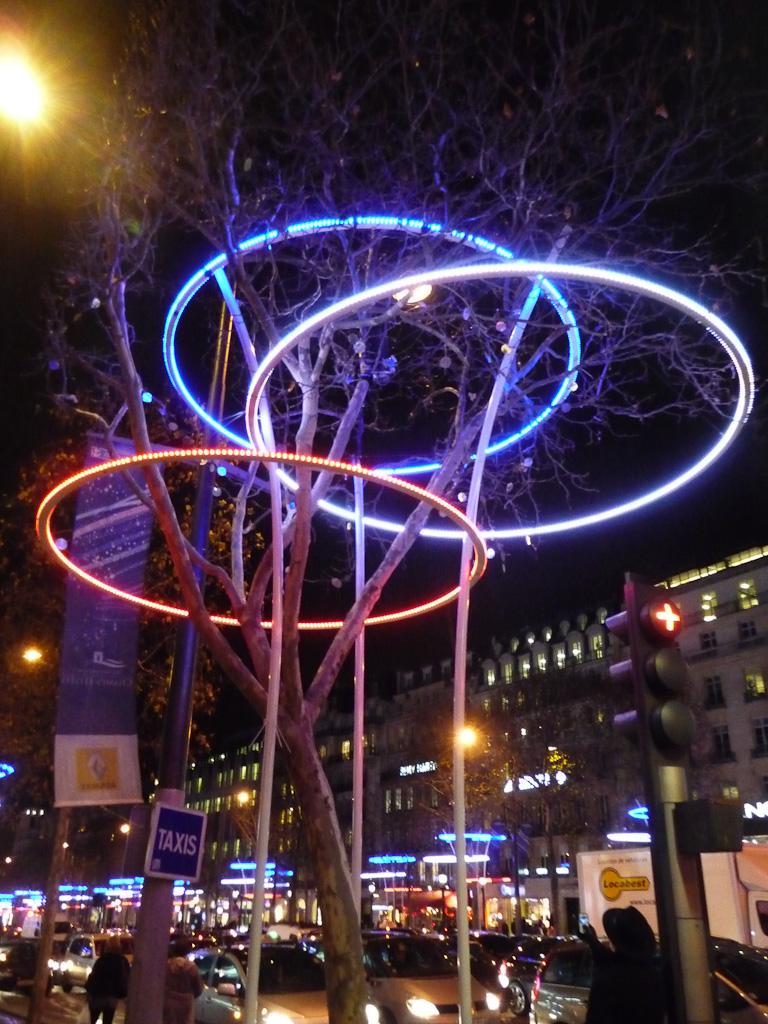 Illuminations sur l'avenue des Champs-Élysées, Paris 8e (75)