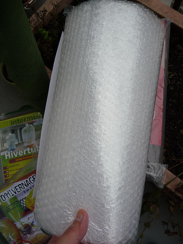 Rouleau de plastique à bulles, protection hivernale sur mon balcon en hiver, Paris 19e (75)