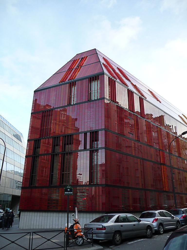 Immeuble contemporain dans la rue Armand Moisand, Paris 15e (75)