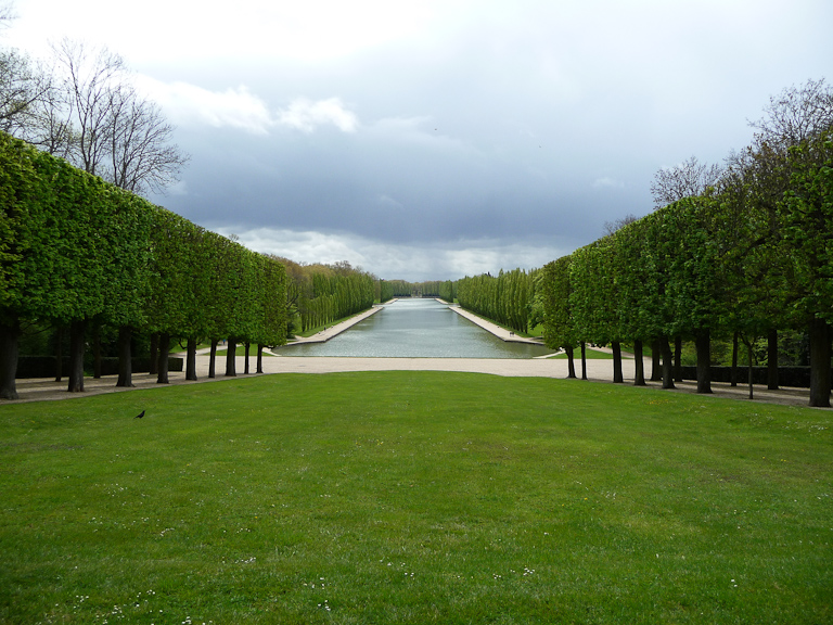 Perspective sur le Grand Canal dans le parc de Sceaux, Hauts-de-Seine, 21 avril 2012, photo Alain Delavie