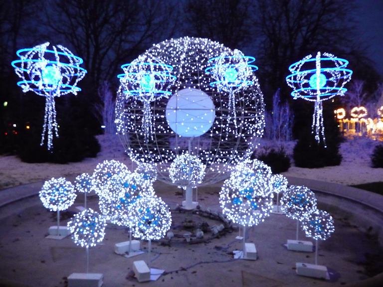 Illuminations sur le rond-point des Champs-Élysées, Paris 8e (75)