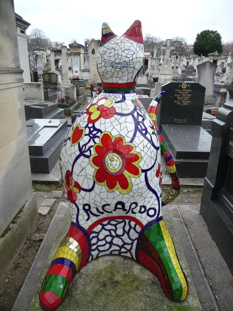 Chat de Ricardo, Niki de Saint Phalle, tombe dans le cimetière du Montparnasse, Paris 14e (75)